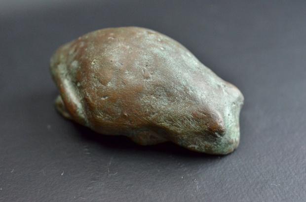 石(蛙?)